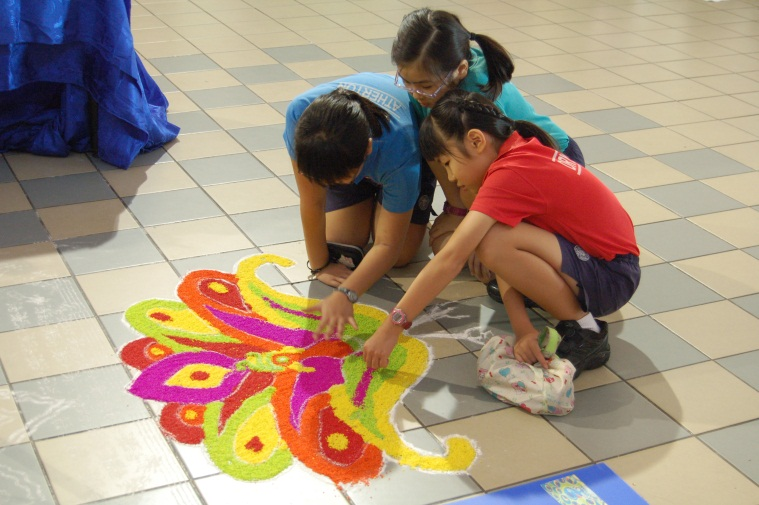 Photo of pupils - Fringe activities during Deepavali.jpg